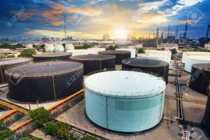 31765213-tanque-de-almacenamiento-de-petroleo-en-petroquimica-planta-de-la-industria-de-la-refineria-de-petroleo-y-maqu